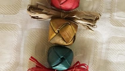 Piled Colored Small Lauhala Balls – Bird toys